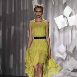 Vestido con largo asimétrico de Jason Wu, colección primavera de 2012