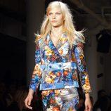 Traje de chaqueta con estampado floral de Peter Som, colección primavera de 2012