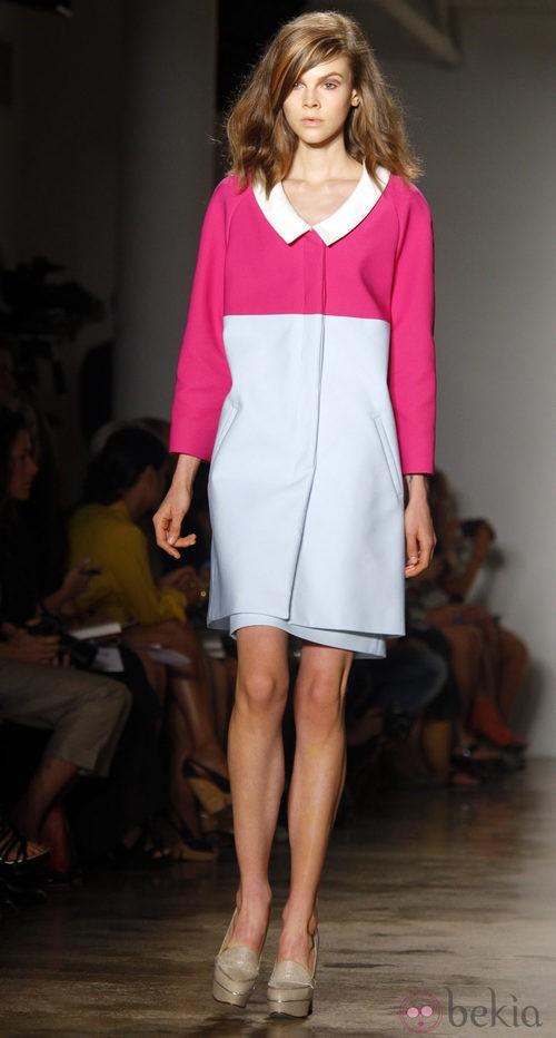 Abrigo azul y rosa de Peter Som, colección primavera de 2012