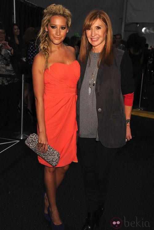 Ashley Tisdale y Nicole Miller en Nueva Yorken el desfile de la diseñadora