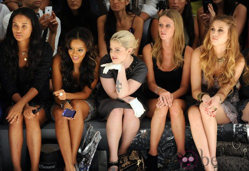 Front row de Charlotte Ronson con Kelly Osbourne, Nicky Hilton y Whitney Port