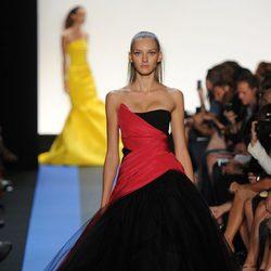 Diseño de estilo princesa firmado por Monique Lhuillier, colección primavera de 2012