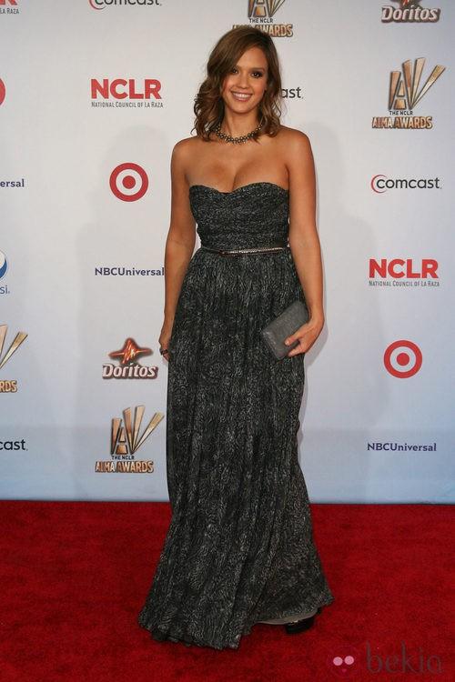 Jessica Alba de Michael Kors en los premios ALMA 2011