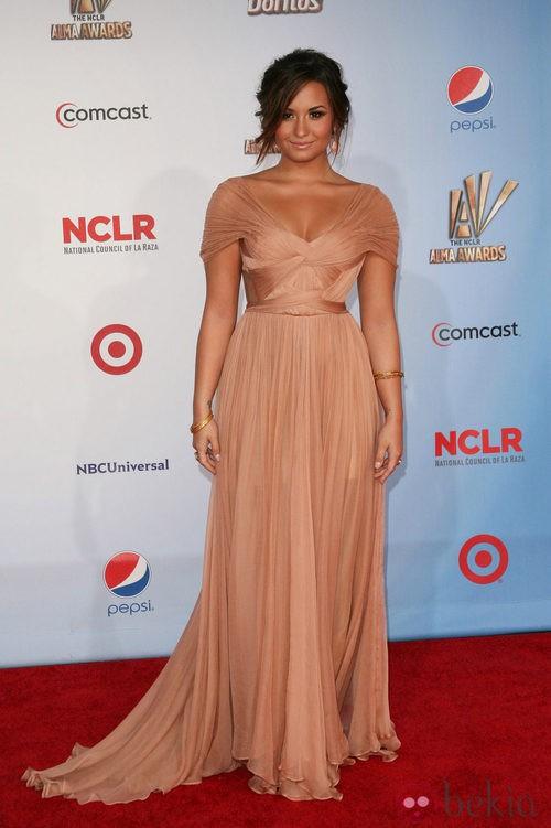 Demi Lovato de Maria Lucia Hohan en los premios ALMA 2011