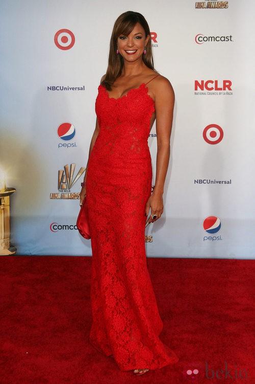 Eva La Rue de rojo en los premios ALMA 2011