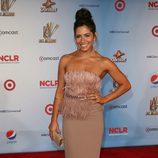 Sarah Shani con bustier de plumas en los premios ALMA 2011