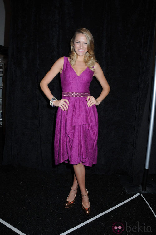 Shantel VanSanten en el backstage de Lela Rose en Nueva York, colección primavera 2012
