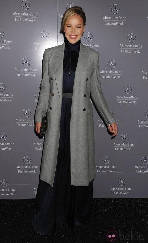 Abbie Cornish en el backstage de Tommy Hilfiger, colección para primavera de 2012
