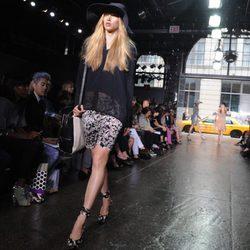 Jersey de rayas de DKNY, colección primavera 2012