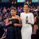 Longoria, con un vestido de lentejuelas blanco en los premios ALMA