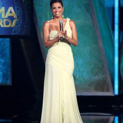 Los ocho looks de Eva Longoria en los premios ALMA 2011