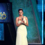 Eva Longoria con un vestido amarillo en los premios ALMA