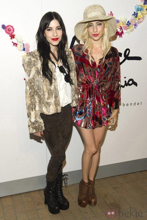 Lisa y Jessica Origliasso, The Veronicas,  en desfile de Alice + Olivia por Stacey Bendet