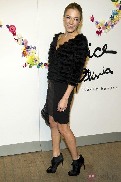 LeAnn Rimes en el desfile de Stacey Bendet, colección Alice + Olivia para primavera de 2012