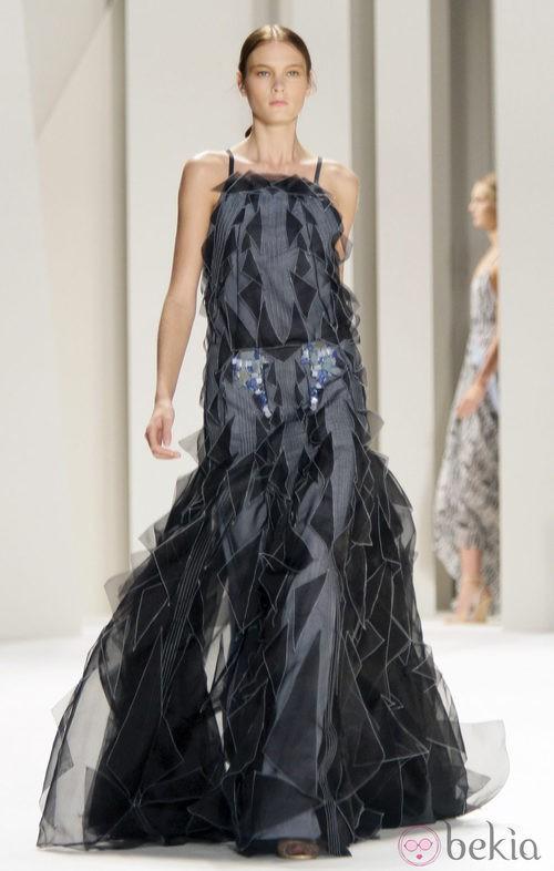 Vestido con cola de Carolina Herrera, colección primavera 2012