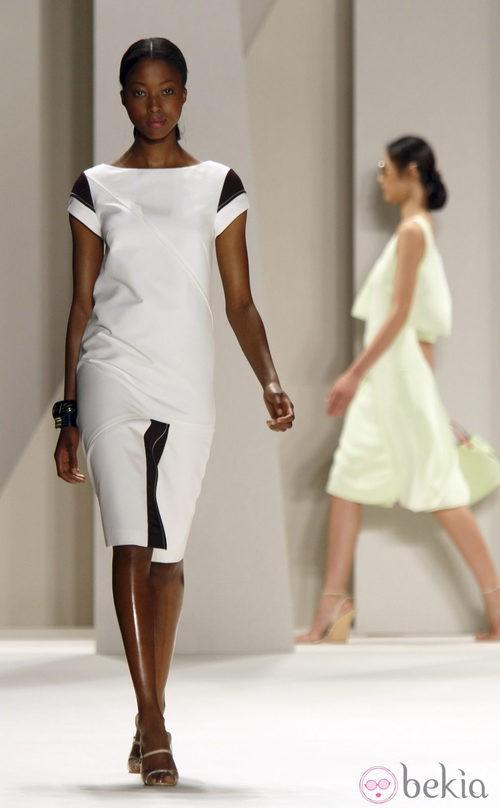 Diseño bicolpor de Carolina Herrera, colección primavera 2012