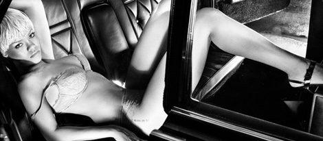 Rihanna posa sexy para Armani Underwear