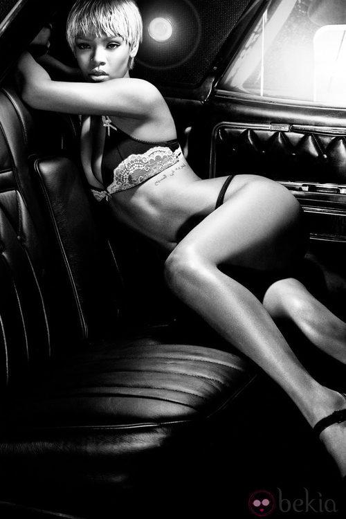 Rihanna semidesnuda con ropa interior de Armani