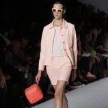 Traje de chaqueta con short de Marc by Marc Jacobs, colección primavera 2012