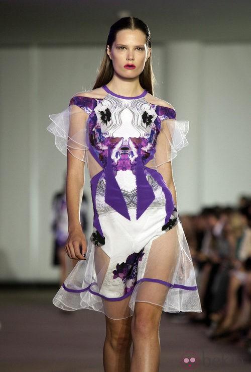 Vestido lila con mangas de tul de Prabal Gurung, colección primavera 2012