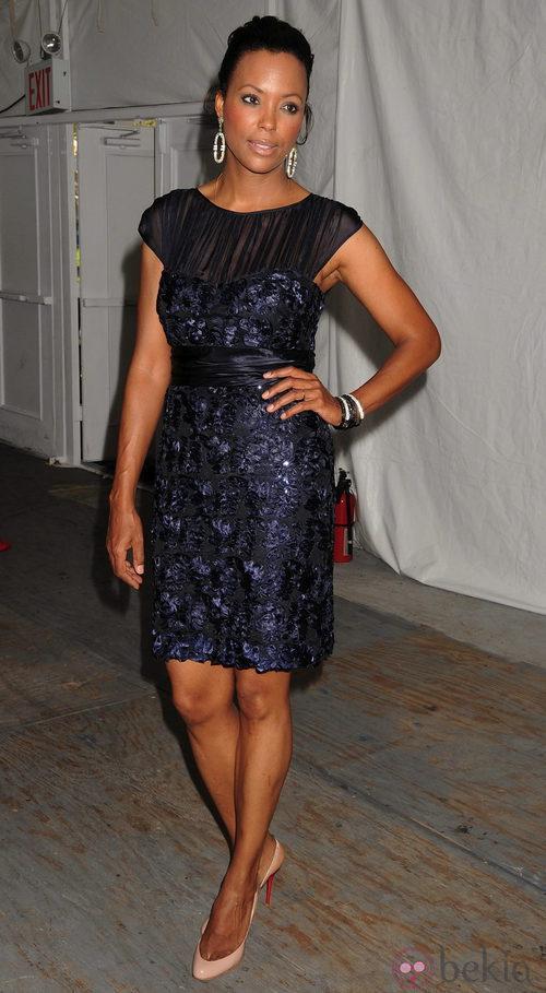 Aisha Tyler en el desfile de Badgley Mischka, colección primavera 2012