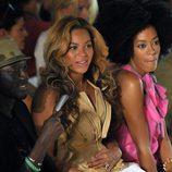 Beyoncé y su hermana Solange en el desfile de Vera Wang, colección primavera de 2012