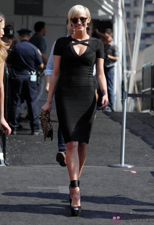 Ashley Simpson tras el desfile de Hervé Léger