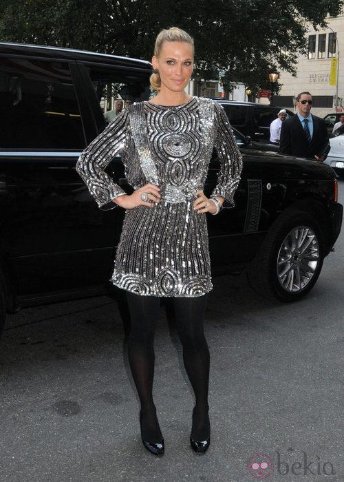 Molly Sims en la  Semana de la Moda, colecciones de primavera de 2012
