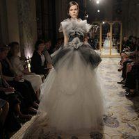 Diseño con falda de tul de Marchesa, colección primavera de 2012