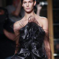 Diseño con tul negro de Marchesa, colección primavera de 2012