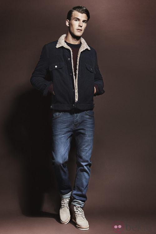 Abrigo y vaqueros de la colección otoño/invierno 2013/2014 de Adolfo Dominguez