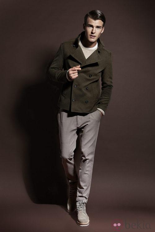 Abrigo verde militar de la colección otoño/invierno 2013/2014 de Adolfo Dominguez