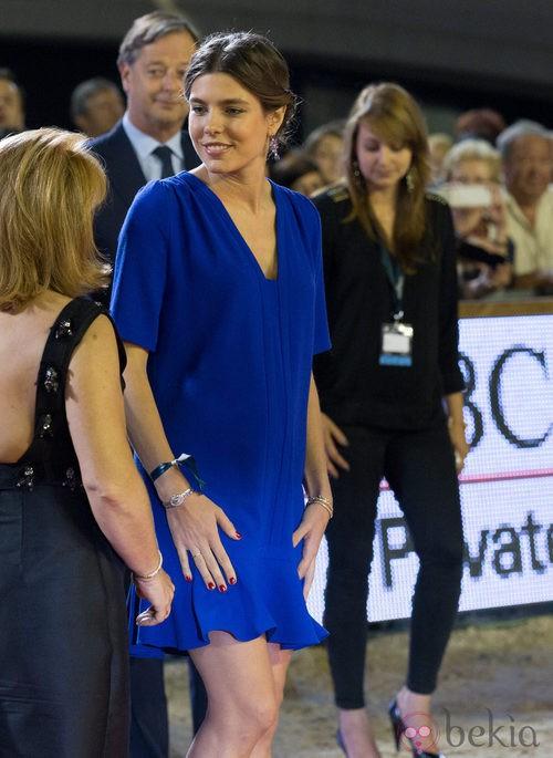 Carlota Casiraghi con un vestido premamá azul klein
