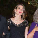 Carlota Casiraghi con un vestido premamá color negro con pedrería