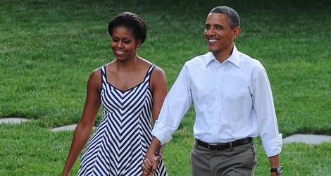 Michelle Obama con un vestido de rayas navy