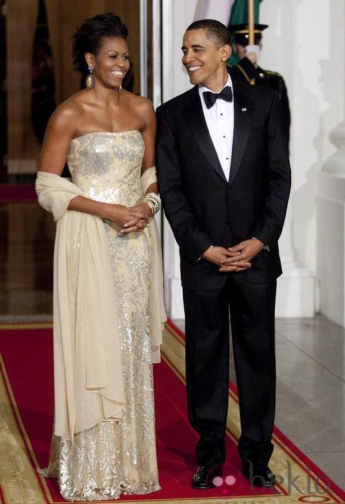 Michelle Obama con un vestido dorado de Naeem Khan
