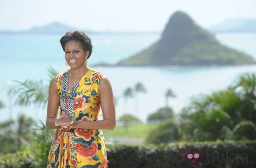 Michelle Obama con un vestido estampado en la cumbre APEC en Hawai