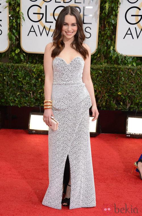 Emilia Clarke con un vestido de Proenza Schouler en la alfombra roja de los Globos de Oro 2014