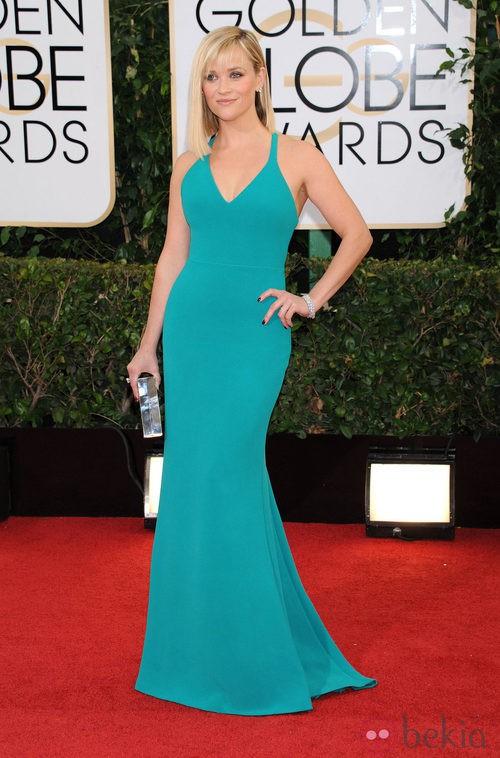 Reese Witherspoon con un vestido de Calvin Klein en la alfombra roja de los Globos de Oro 2014