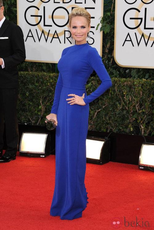 Kristin Chenoweth con un vestido azul de Dana Brunetti en la alfombra roja de los Globos de Oro 2014