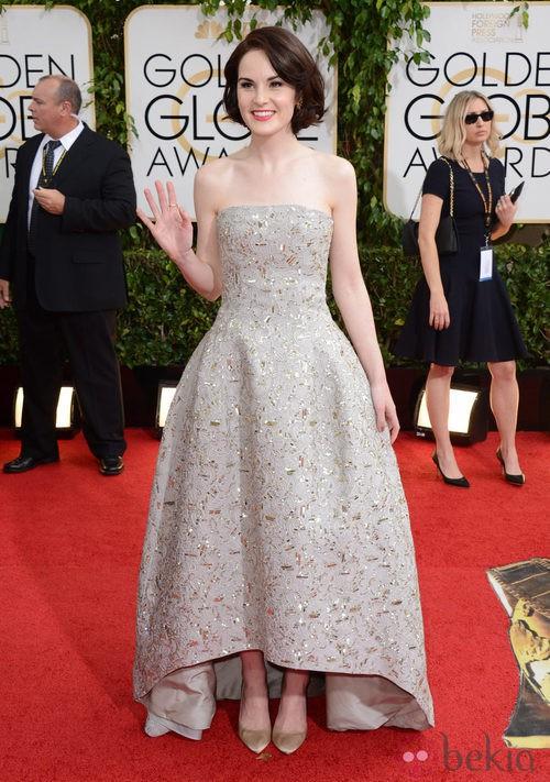 Michelle Dockery con un vestido de Oscar de la Renta en la alfombra roja de los Globos de Oro 2014