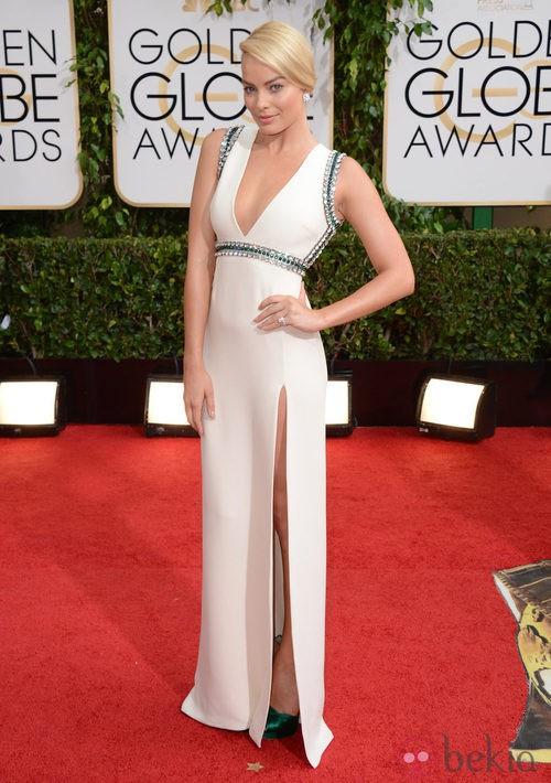 Margot Robbie con un vestido de Gucci en la alfombra roja de los Globos de Oro 2014