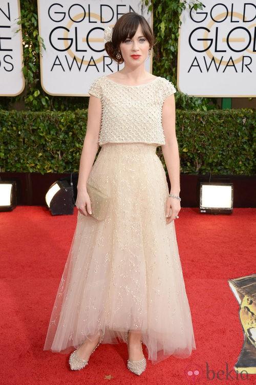 Zooey Deschanel con un vestido de Oscar de la Renta en la alfombra roja de los Globos de Oro 2014