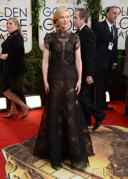 Cate Blanchett con un vestido de Armani en la alfombra roja de los Globos de Oro 2014