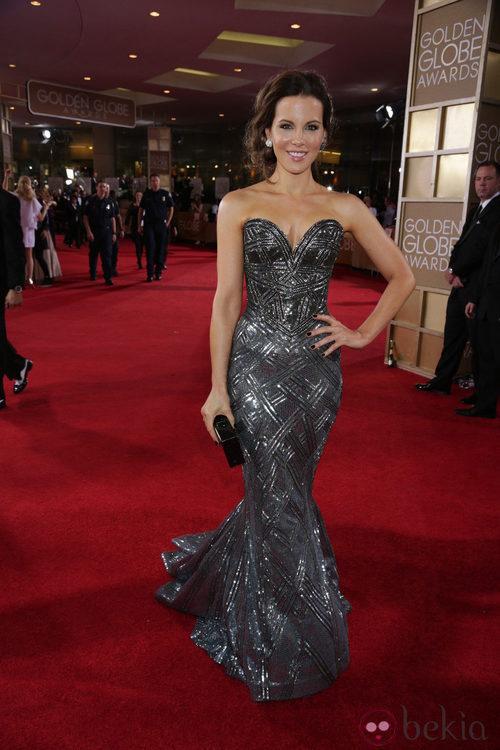 Kate Beckinsale con un vestido de Zuhair Murad en la alfombra roja de los Globos de Oro 2014