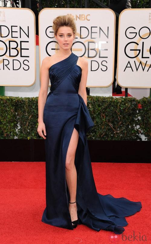 Amber Heard con un vestido de Versace en la alfombra roja de los Globos de Oro 2014