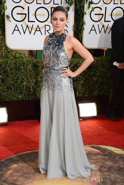 Mila Kunis con un vestido de Gucci en la alfombra roja de los Globos de Oro 2014