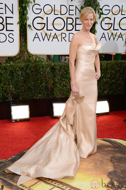 Anna Gunn con un vestido de Donna Karan en la alfombra roja de los Globos de Oro 2014