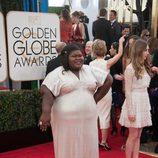 Gabourey Sidibe con un vestido de Michael Costello en la alfombra roja de los Globos de Oro 2014