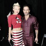 Miley Cyrus y el diseñador Marc Jacobs